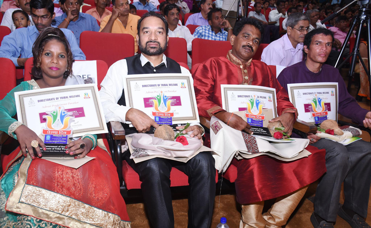 4 Awardees of Adivasi Pradnyawant Puraskar during Prerana Din 2018 at Ravindra Bhavan, curchorem.