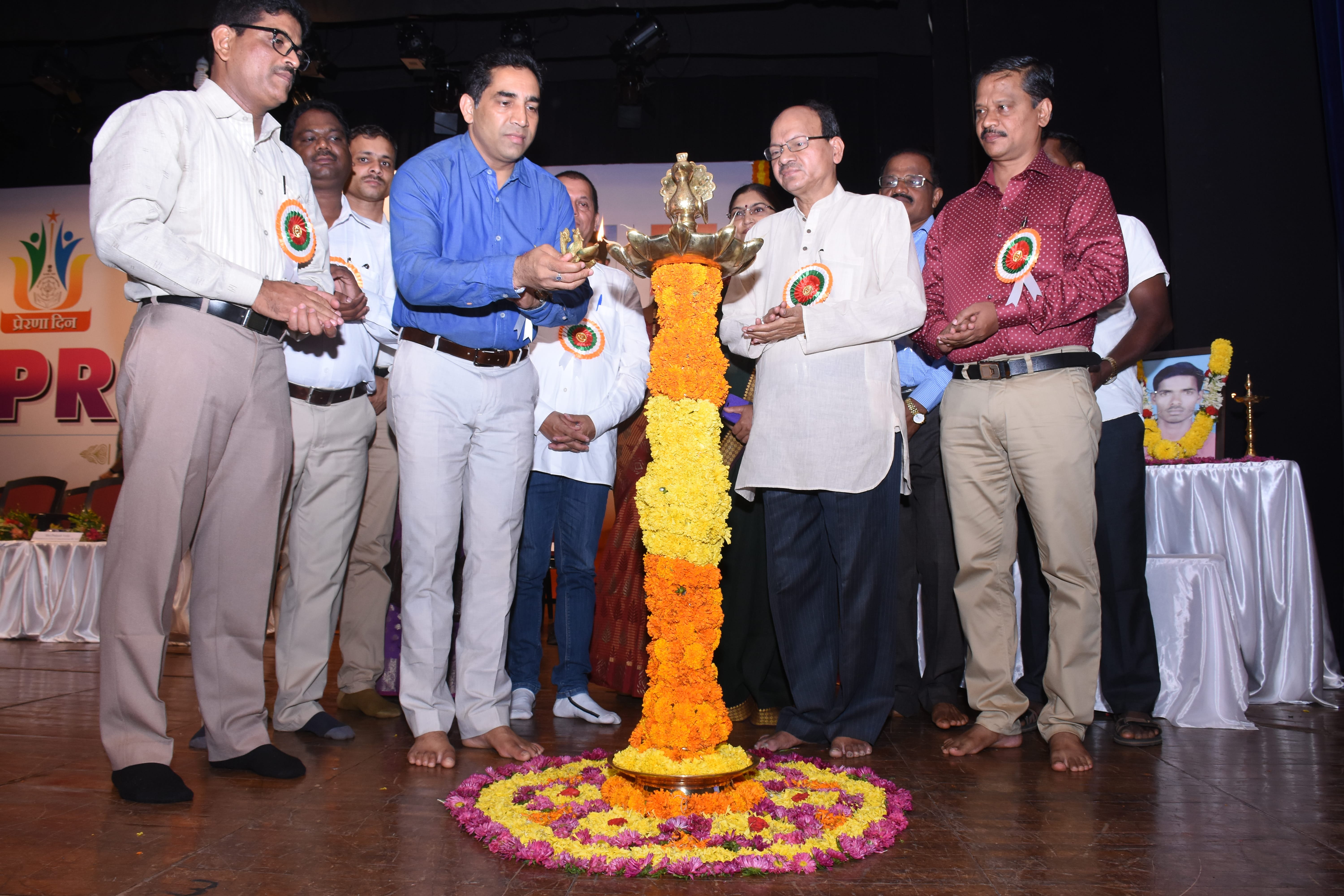 Lighting of lamps by Hon'bla Minister for Tribal Welfare Shri Govind Gaude, Shri Prakash Velip, Chairperson of Goa Comission for SC/ST, Shri Durgadas Gaude, Chairperson of GSSTFDCL and Shri Venancio Furtado, Director of Tribal Welfare.