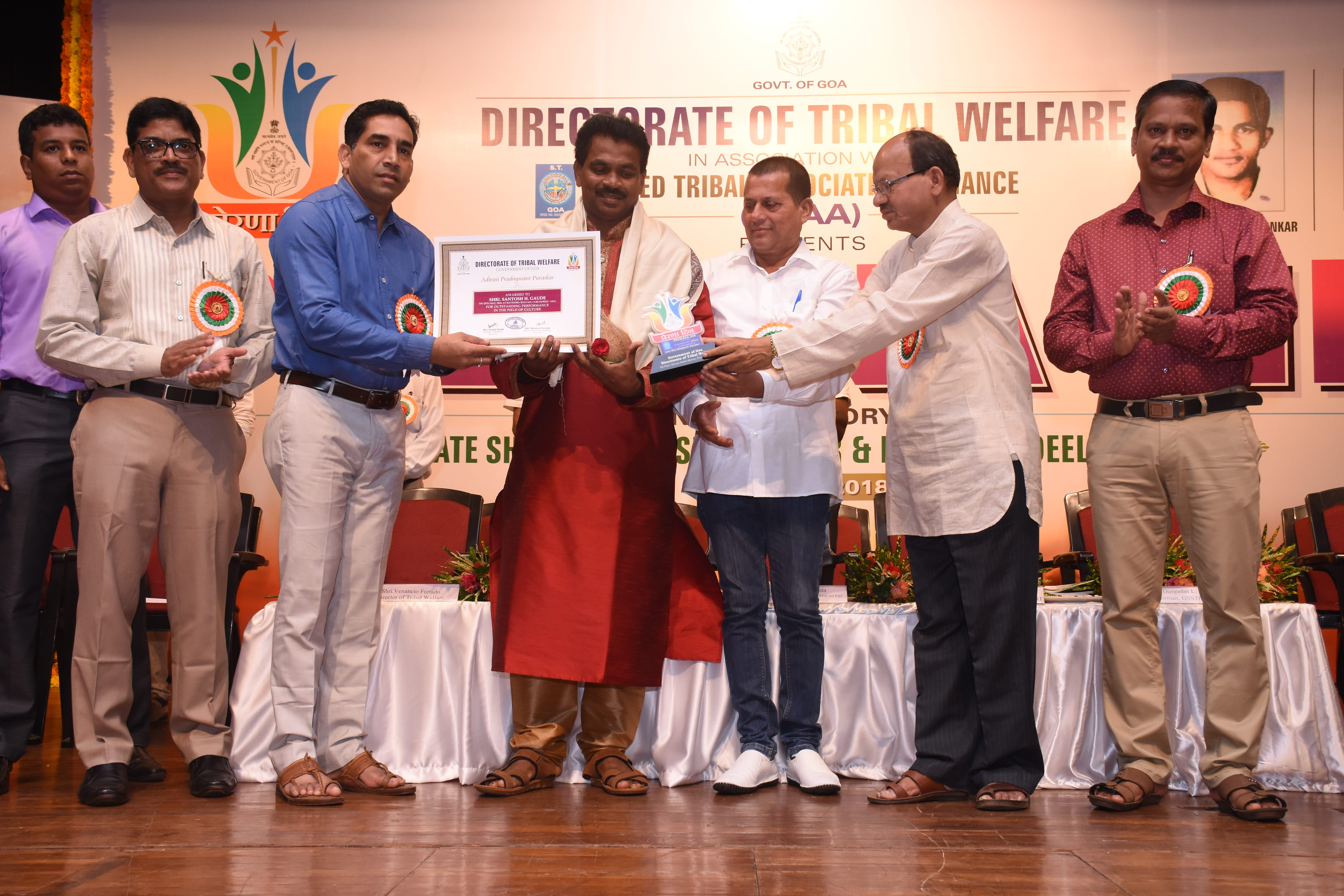 Adivasi Pradnyavant Puraskar awarded to Shri Santosh Gaude in Cultural field